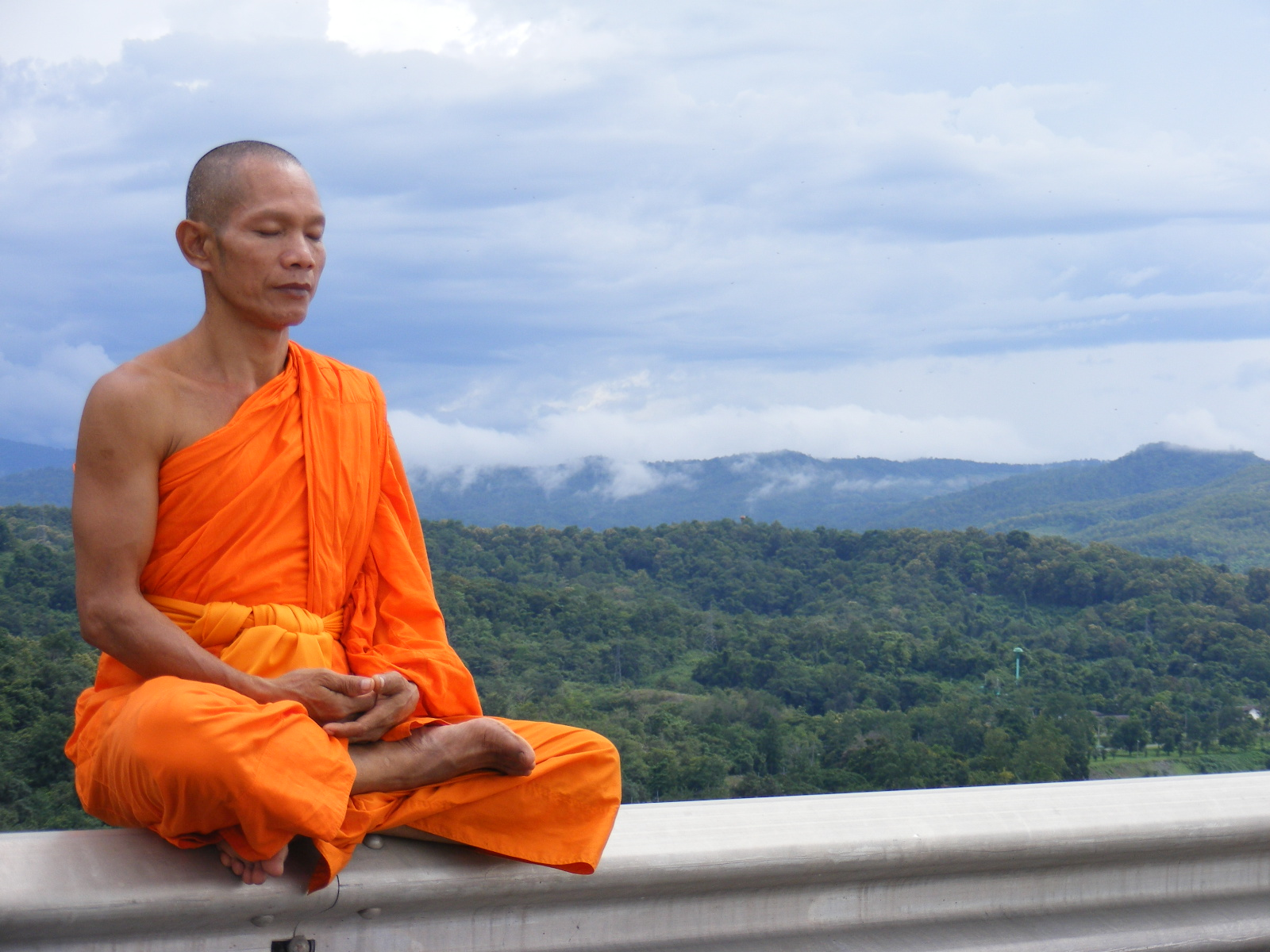 buddhist-monk-meditating
